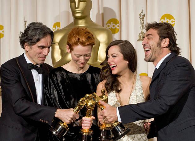Daniel Day-Lewis Tilda Swinton Marion Cotillard Javier Bardem Oscar kissing quartet