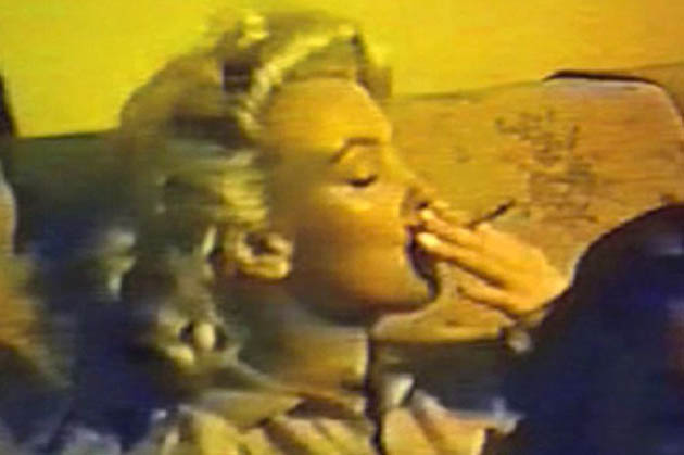 Marilyn Monroe smokes pot: Home movie around the time of Some Like It Hot
