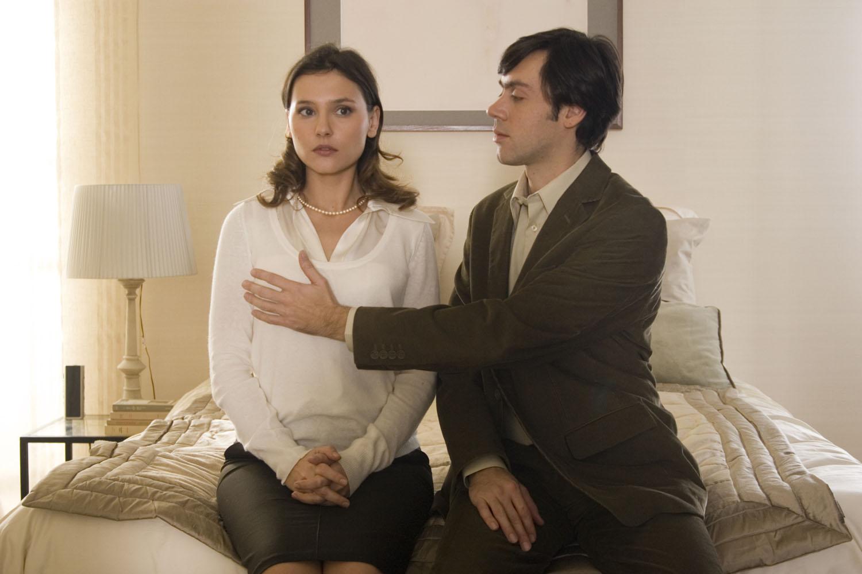Virginie Ledoyen, Emmanuel Mouret in Shall We Kiss?