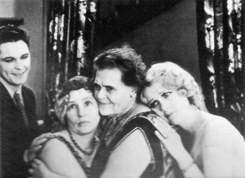 Charles Morton, Polly Moran, Marie Dressler, Anita Page in Caught Short