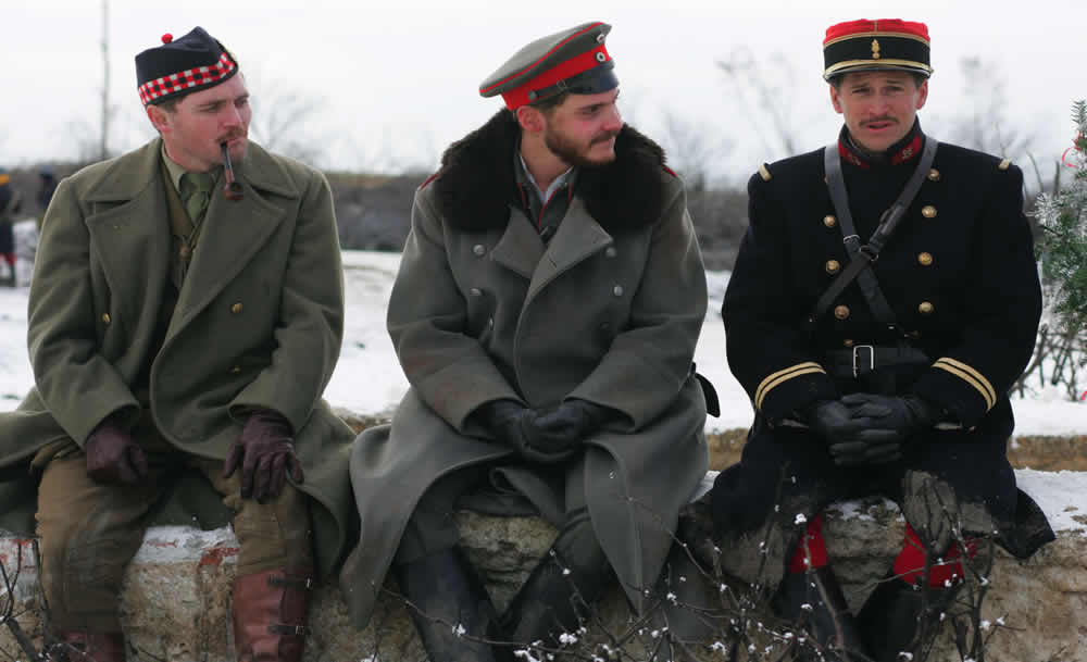 Daniel Bruhl, Guillaume Canet, Alex Ferns, Merry Christmas