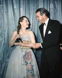 Olivia de Havilland and Ray Milland at the 1947 Oscar ceremony