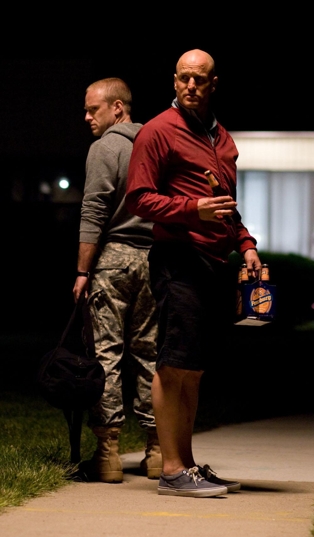 Ben Foster, Woody Harrelson in The Messenger