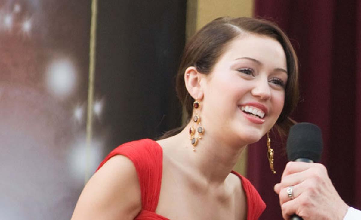 Miley Cyrus Oscar Red Carpet