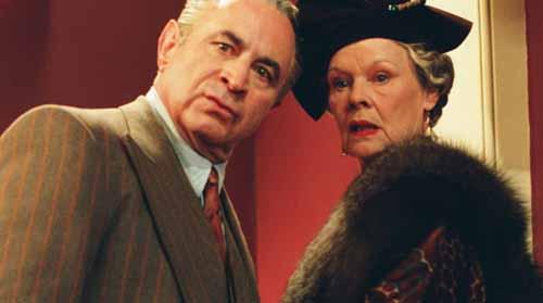 Bob Hoskins, Judi Dench in Mrs. Henderson Presents