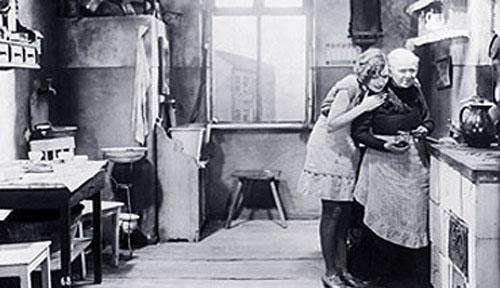 Alexandra Schmidt in Mother Krause's Journey to Happiness