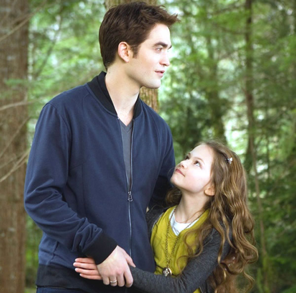 Robert Pattinson Breaking Dawn Part 2 Renesmee Mackenzie Foy