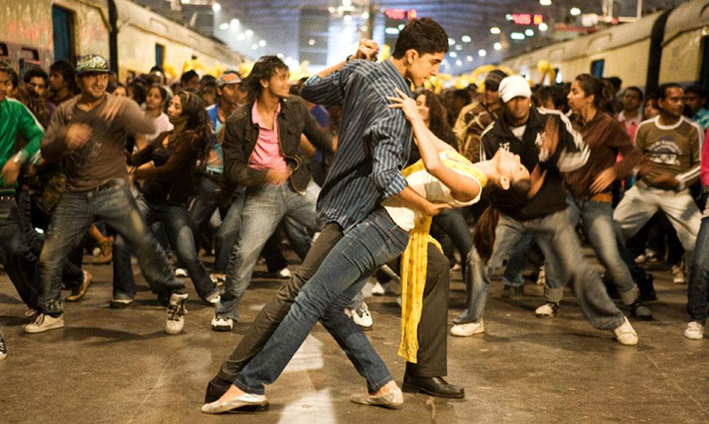 Dev Patel, Freida Pinto in Slumdog Millionaire