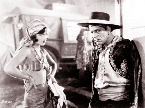 Joan Crawford, Lon Chaney in The Unknown