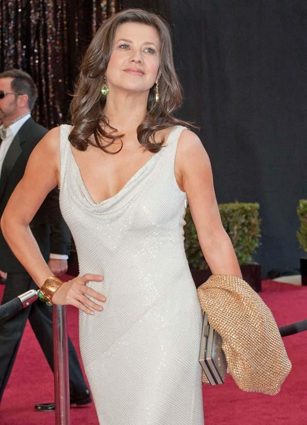 Daphne Zuniga Old-style glamour at Oscars