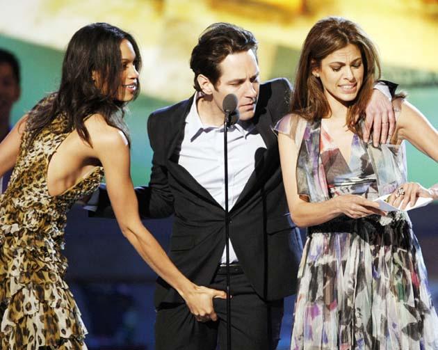 Paul Rudd crotch Rosario Dawson Eva Mendes Spirit Awards