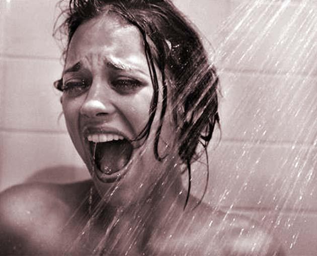 schreien-traumfilm-nackt-untersetztes-sexy-maedchen
