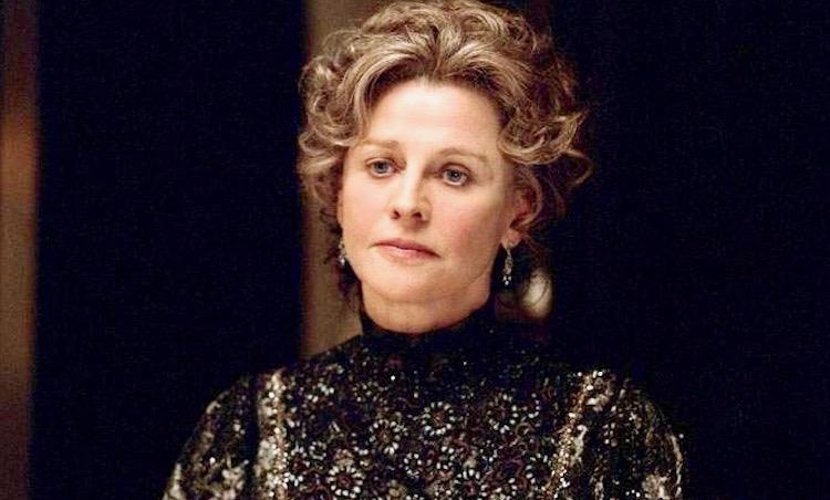 Finding Neverland movie Julie Christie