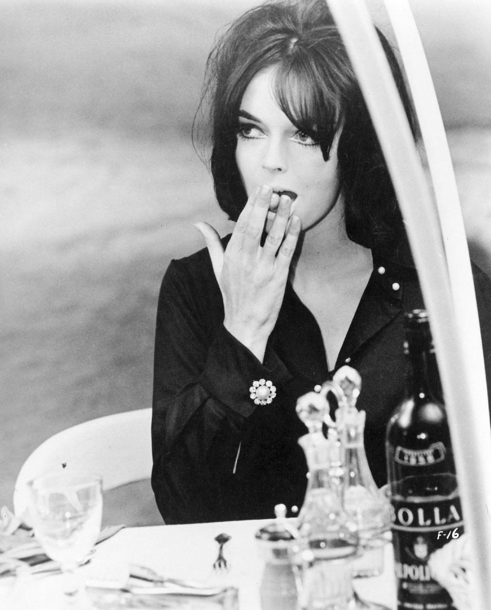 8½ Barbara Steele