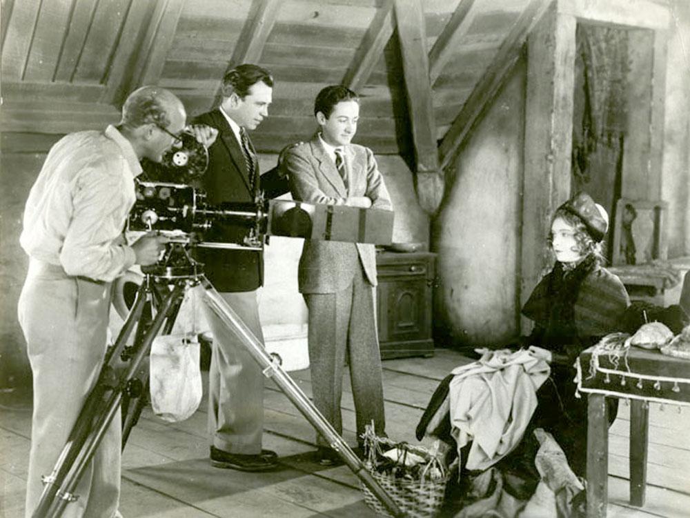 Hendrik Sartov, King Vidor, Irving Thalberg, Lillian Gish shooting La Boheme