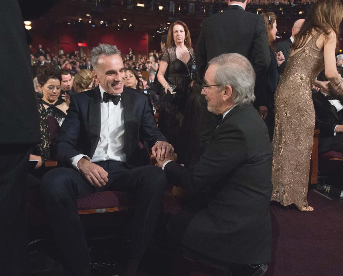 Daniel Day-Lewis Steven Spielberg kneeling