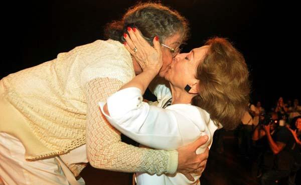 Fernanda Montenegro gay kiss Camila Amado