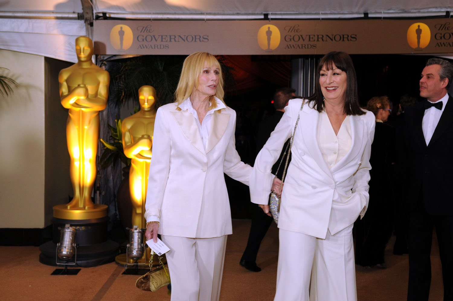 Sally Kellerman, Anjelica Huston