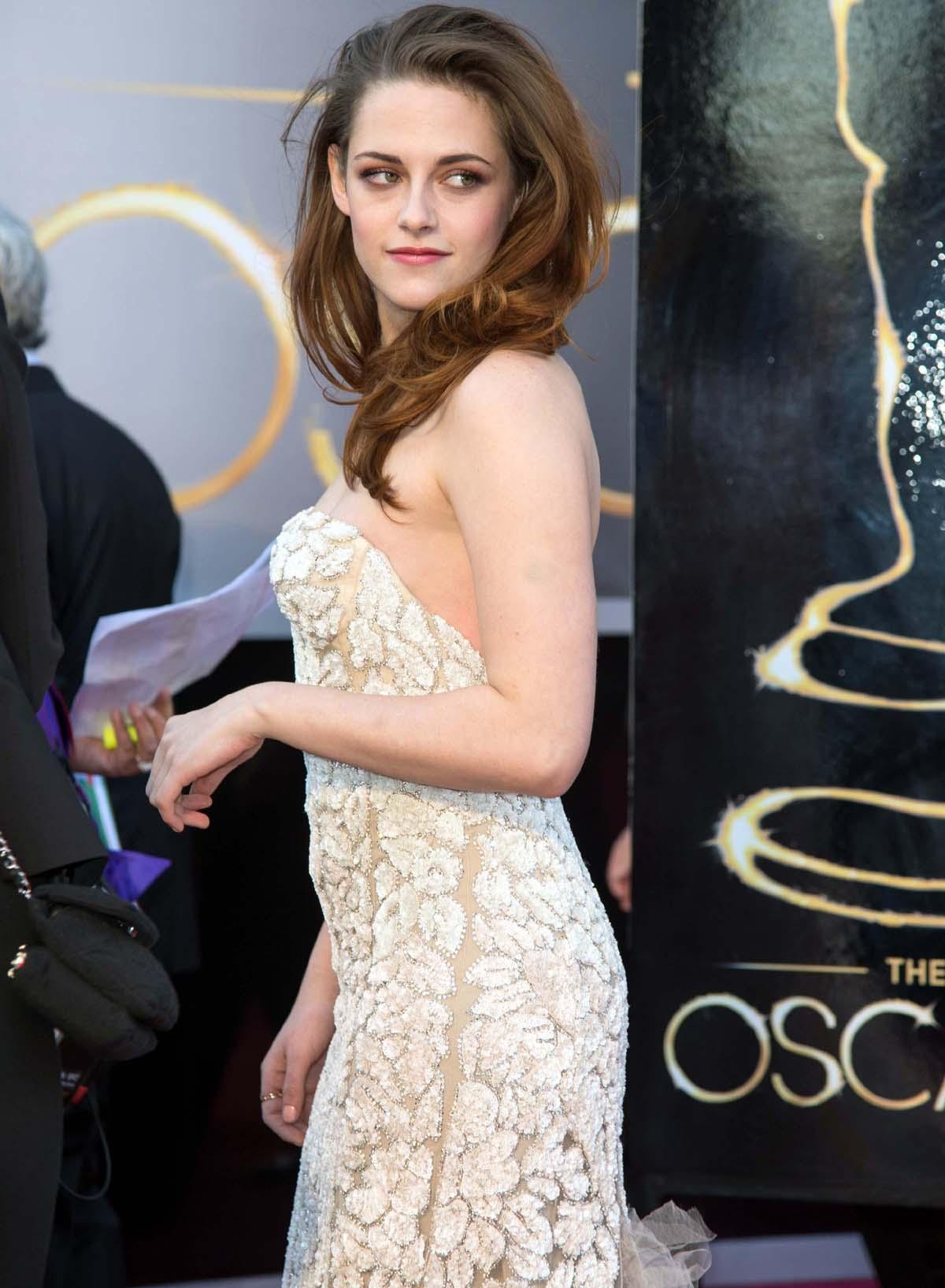 Kristen Stewart red carpet Oscar