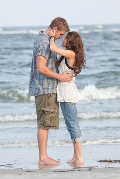 Miley Cyrus, Liam Hemsworth beach The Last Song