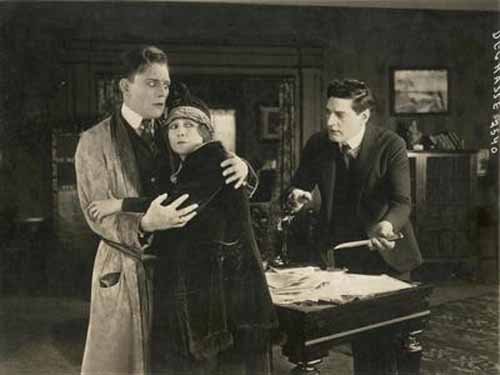 Lon Chaney, Dorothy Phillips, William Stowell in Triumph